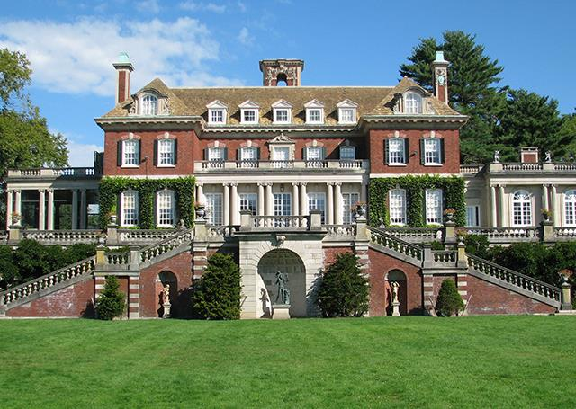 PRIVATE HOUSES OF LONG ISLAND'S GOLD COAST